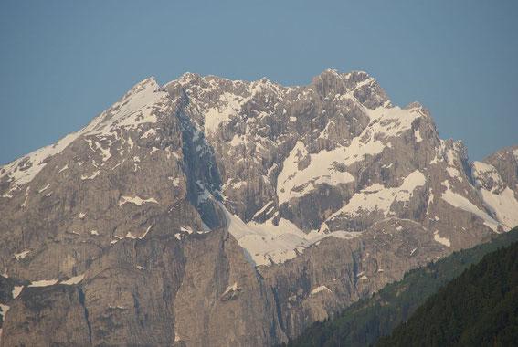 9.6.2013: Der Blick vom Gailtal zur noch winterlichen Kellerwand