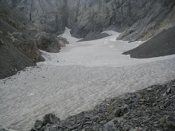 Blick über die Gletscherzunge hinauf zum Wandfuß
