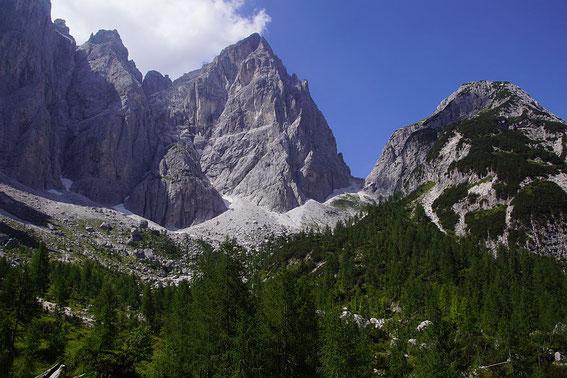Blick von der Pellarinihütte zum Wischberg (Bildmitte), zum Sella Nabois und zum Grande Nabois.