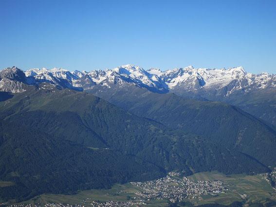 """Die noch """"winterlichen"""" Stubaier Alpen im Zoom"""
