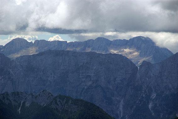 Im Süden ist der gesamte Kaninzug vom Prestreljenik bis zum Mt. Canin zu sehen
