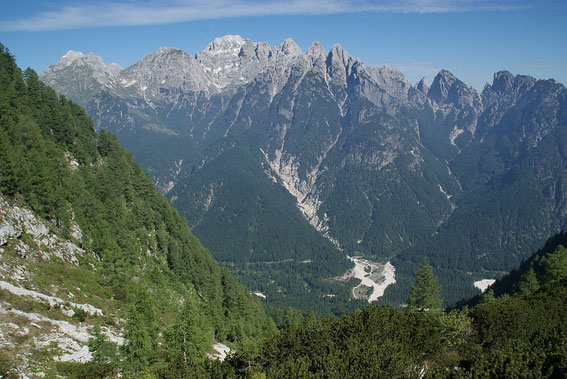 Beim Aufstieg der Blick zurück ins Tal zum Ausgangspunkt und dem Wischberg auf der gegenüberliegenden Talseite