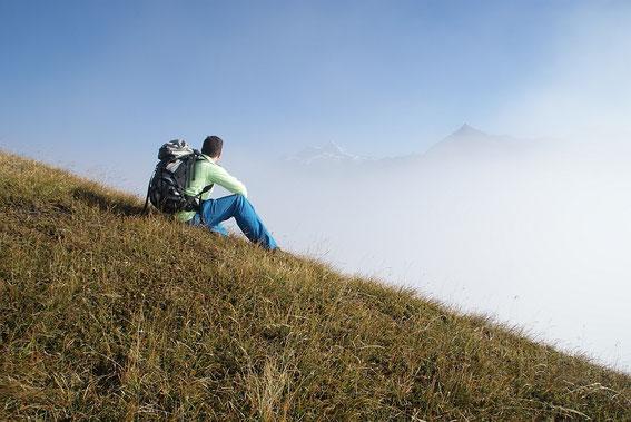 Pause an der Nebelgrenze mit Blick zum Ankogel