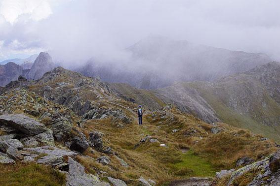 Höhenwegidylle, auch wenn Nebel aufziehen