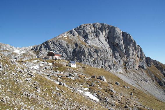 Guttenberghaus mit Sinabell (2349m)