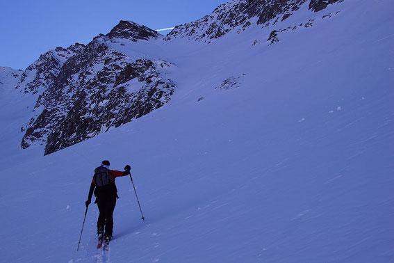 700 Höhenmeter geht es jetzt nach rechts hinauf...