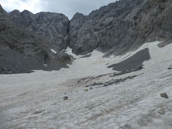 Blick vom unteren Ende der Gletscherzunge zur Kellerwand
