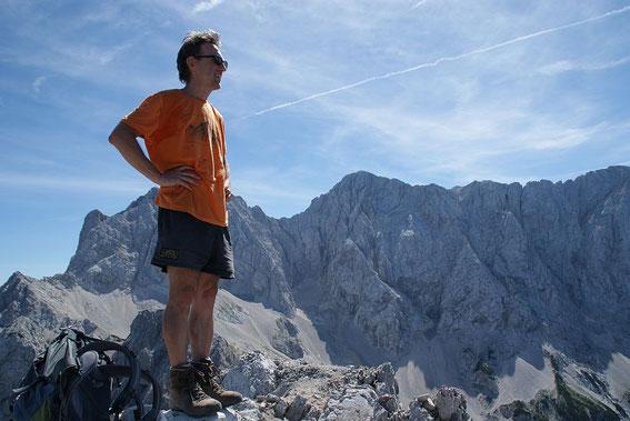 Am Gipfel, im Hintergrund der Rinka und die Skuta (Bildmitte)