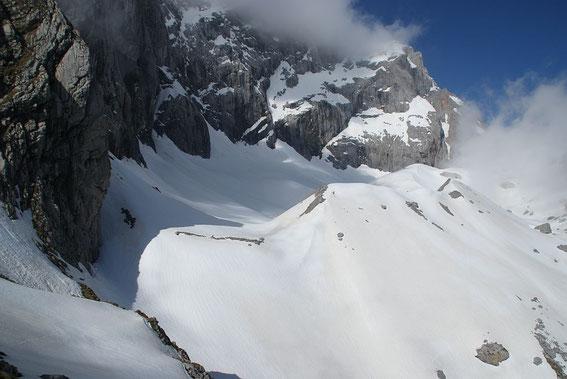 9.6.2013: Der erste Eindruck ist zufriedenstellend. Fast die gesamte Möräne ist noch mit Schnee bedeckt.