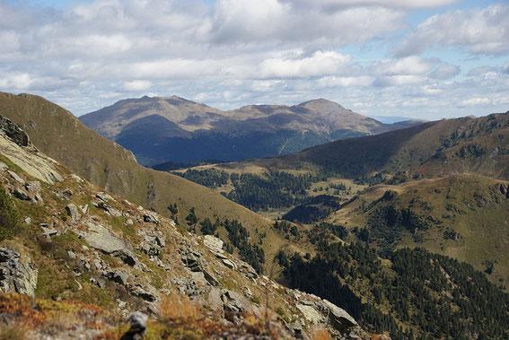 Knapp unterm Gipfel der Blick nach Westen zum Eisenhut