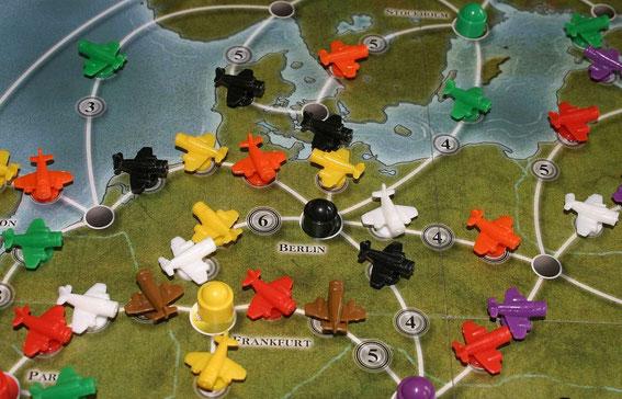 Airlines Europe von Abacus für 2-5 Spieler ab 10 Jahren