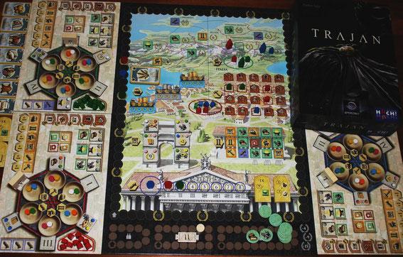 Trajan von HUCH & friends/Ammonit für 2-4 Spieler; Autor: Stefan Feld