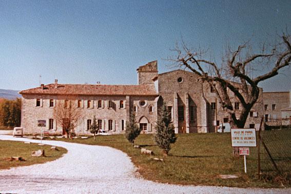 """La colonie de vacances """"Le mas des prés"""" à Reillanne en 1967"""