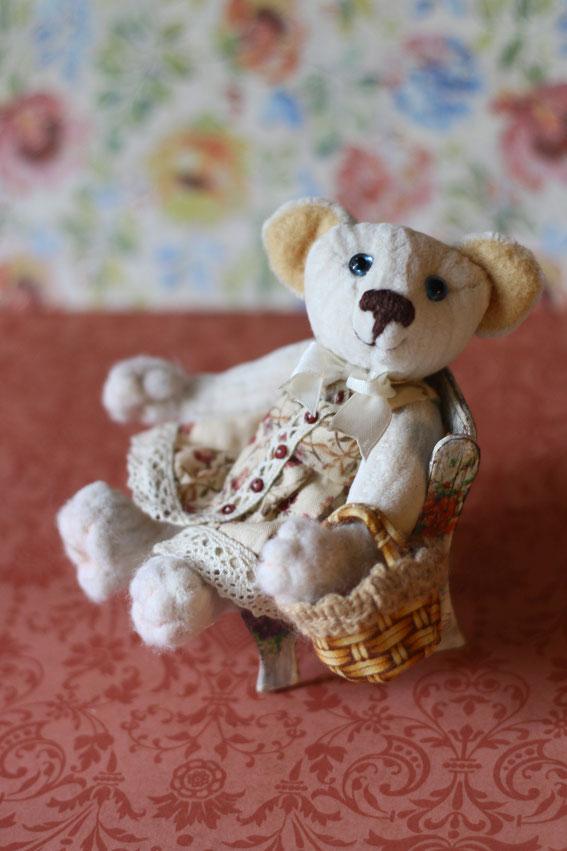 Мишка Тедди игрушка ручной работы Бабушка. Выполнена в классическом стиле плюс валяние вышивка лентами вязание на спицах и крючком милый мишка купить игрушку