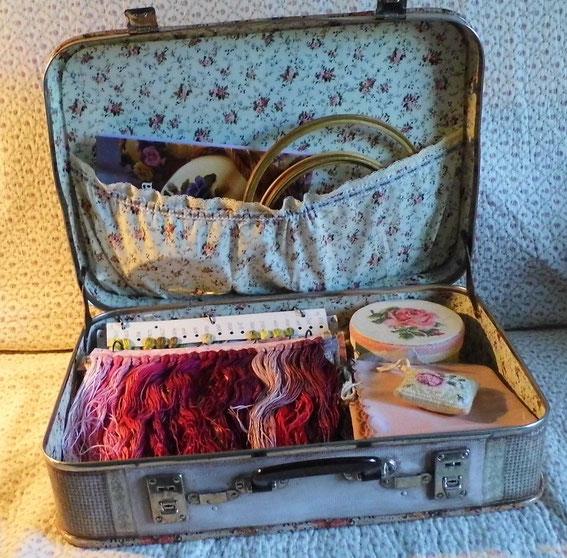 нитки, вышивка, старый чемодан, декупаж