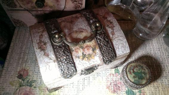 Комодик ручной работы в стиле шебби шик для украшений .Шкатулки ручной работы, шебби шик,  декупаж, сердце, старинные шкатулки