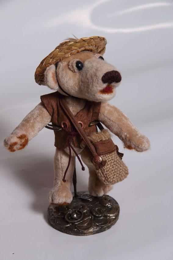 Мишки  Тедди вязание вышивка сумочки для кукол подарок купить авторская игрушка вышивка лентами валяние