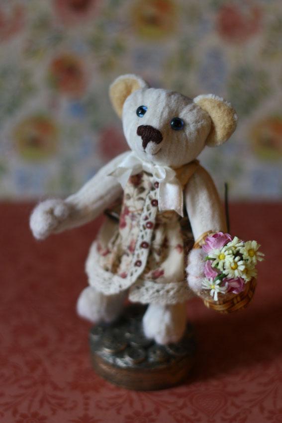 Мишка Тедди игрушка ручной работы Бабушка. Выполнена в классическом стиле плюс валяние вышивка лентами вязание на спицах и крючком. Купить игрушку ручной работы милые мишки