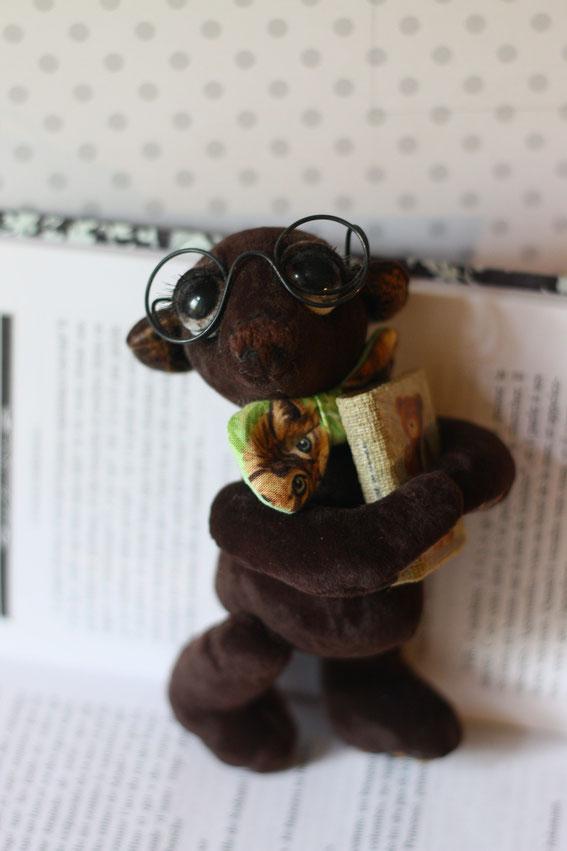 Мишка Тедди игрушка ручной работы Бабушка. Выполнена в классическом стиле плюс валяние вышивка лентами вязание на спицах и крючком купить милого мишку