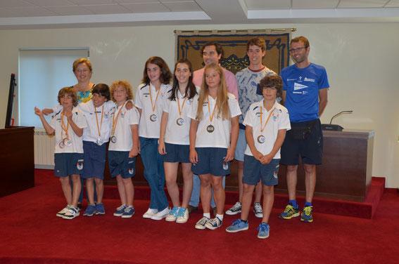 En la foto nuestros chicos con las autoridades y el medallista del Sada Patín