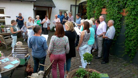 Singen auf dem Springiersbacher Hof in Ediger Eller
