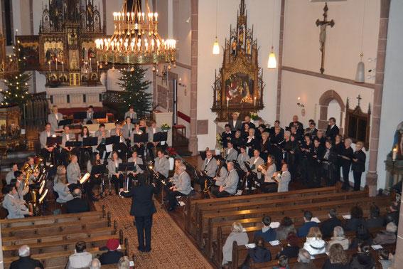 """Mitwirkung des Kirchenchors beim Kirchenkonzert der """"Winzerkapelle Wiltingen"""" am 05.01.2014 (Foto: Anonymus)"""
