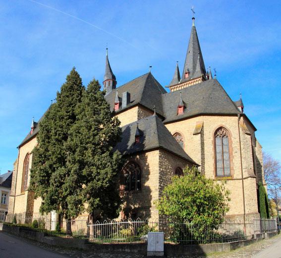 Pfarrkirche - Außenansicht 1 (Foto: Richard Seer, Wiltingen)