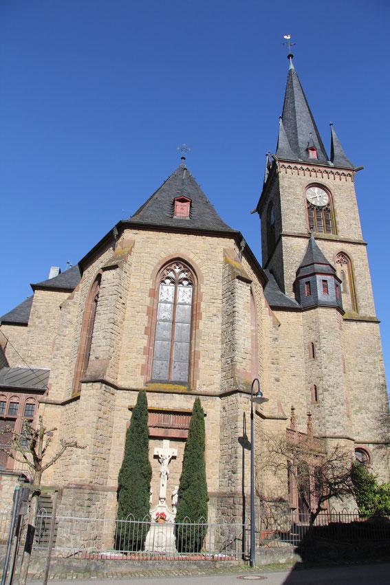 Pfarrkirche - Außenansicht 3 (Foto: Richard Seer, Wiltingen)