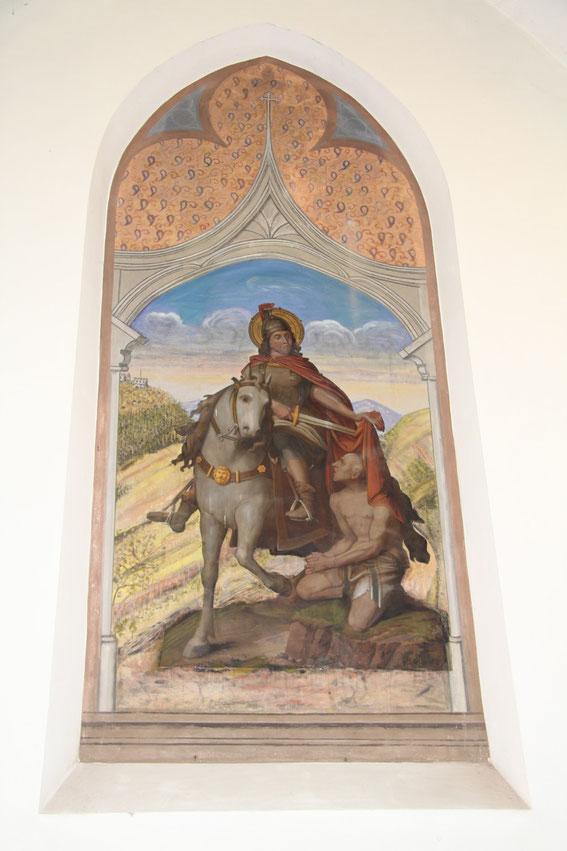 Pfarrkirche - Wandbild vom Heiligen Martin zu Pferd, der für den frierenden Bettler seinen Mantel mit einem Schwert teilt. Das Bild wurde 1898 vom Trierer Maler Heinrich Steffgen gestaltet. (Foto: Ric