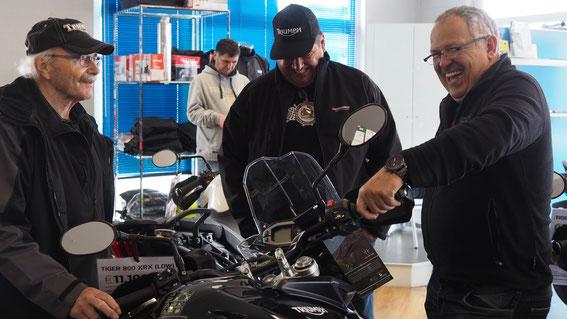 Reges Interesse an den tollen neuen Motorrädern beim Motorrad-Center Dreispitz