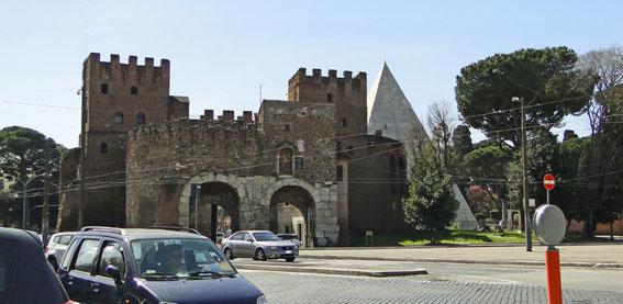 Porta San Paolo mit Cestius-Pyramide