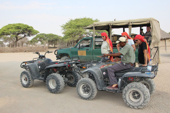 My travel colleagues changed the vehicle. Here they are learning how to drive the quads which they wanted to use from now on. I prefered to stay in the car, and it was fun to watch the others on the quads from there.   (Foto Credit: Betsy Hokke)
