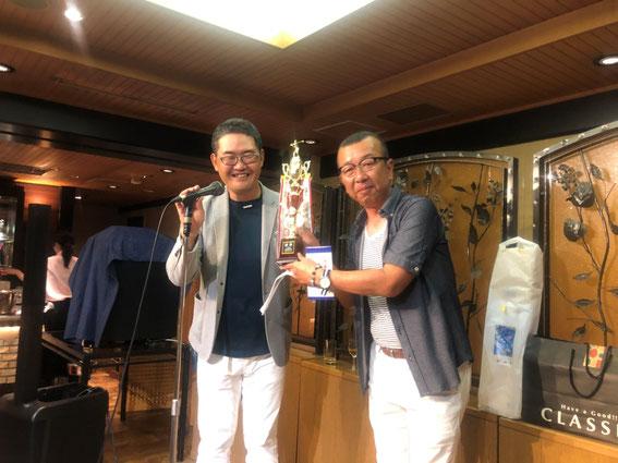 優勝の表彰 生駒吉行さん