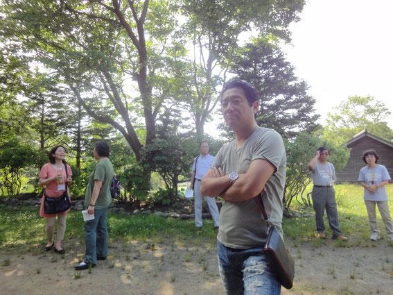 北海道開拓の村を散策する参加者の方々