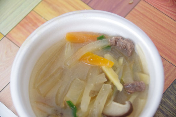地元で獲れたイノシシ&地元産の新鮮な野菜のイノシシ汁。冷えきった体にどんだけ美味しかったことか……