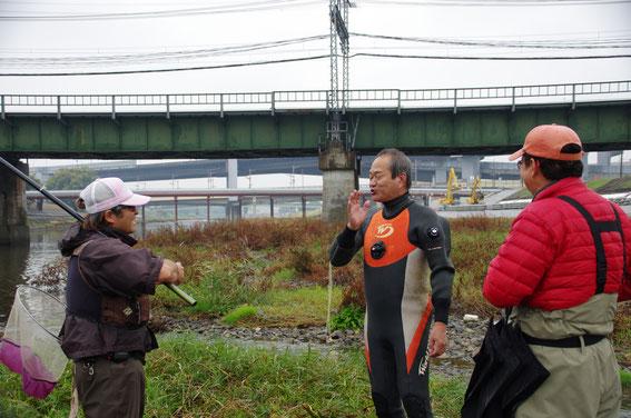 左は賀茂川漁協の澤組合長、中央はリバーリバイバル研究所の新村さん、右は京淀川漁協・賀茂川漁協の藤林さん