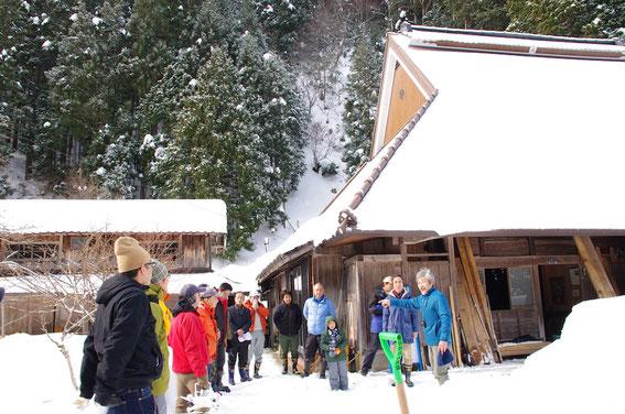 今年の1月の発眼卵放流&里山食文化体験の1コマ。雪の多さは、さすが京都の秘境!