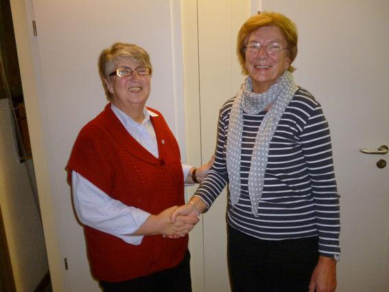 Die Vorsitzende des DRK Ihlienworth Monika Söhle und Margret Wieboldt
