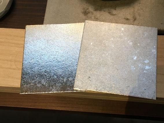 同じ金属(錫)同じ金型を使用し、温度管理や金属の流し込み方で全然違う表情を魅せる金属板