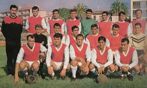 Jean Jean MARCIALIS (Accroupis à l'extrème gauche) pour sa première année avec l'ACA en 65-66