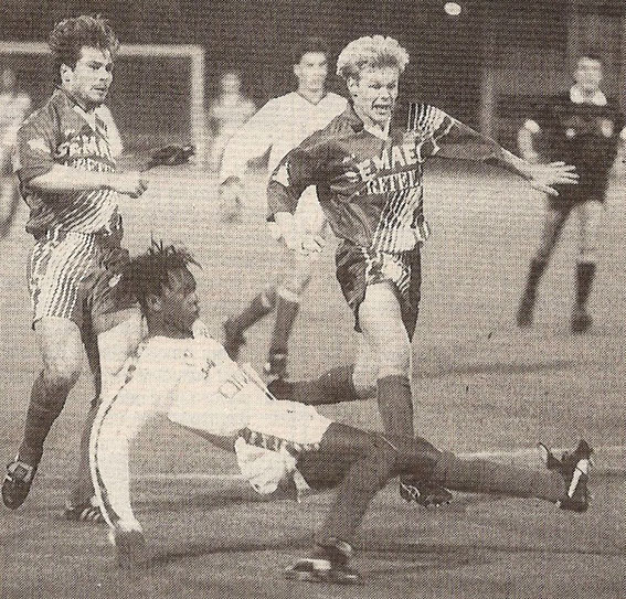 Morlaye Soumah s'oppose à Adam (Photo France Football . )