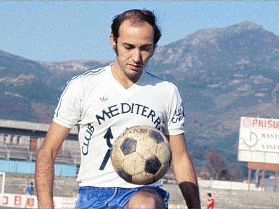 Claude PAPI auteur de 3 buts face à LYON aura été le grand bonhomme du match.