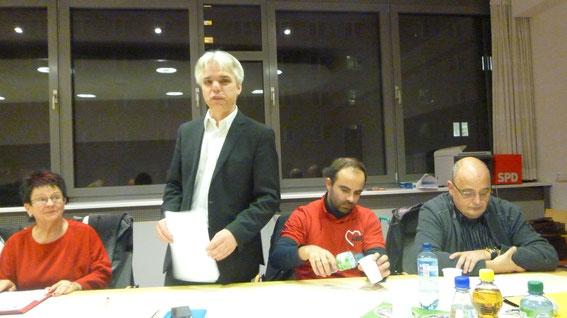 SPD - Kreisvorsitzender Michael Stieber gab in Vertretung den Rechenschaftsbericht des Ortsvereinsvorstandes