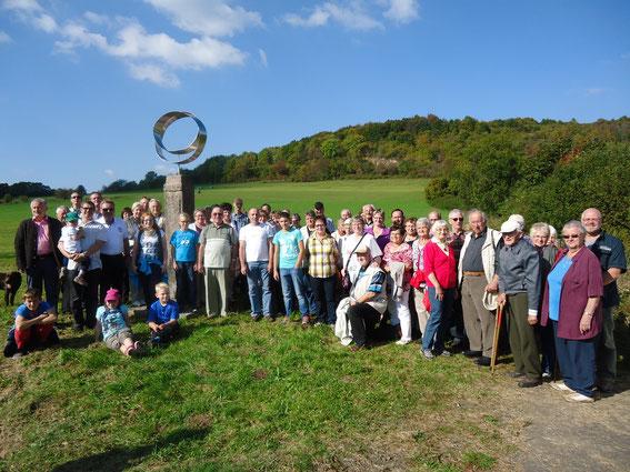 Treffen am Denkmal Geschlossenes Band 2014  Foto: Antje Nävie
