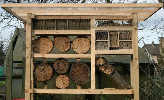 bienen nisthilfen bitte so nicht insekten und pflanzen. Black Bedroom Furniture Sets. Home Design Ideas