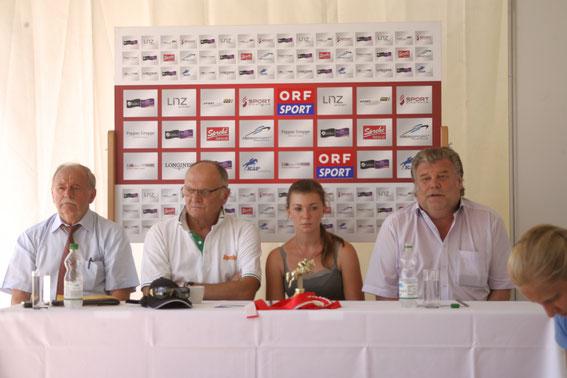 Ing. Franz Kager, Thomas Frühmann, Lisa Schranz, Gerhard Pischlöger © Linzer Pferdefestival
