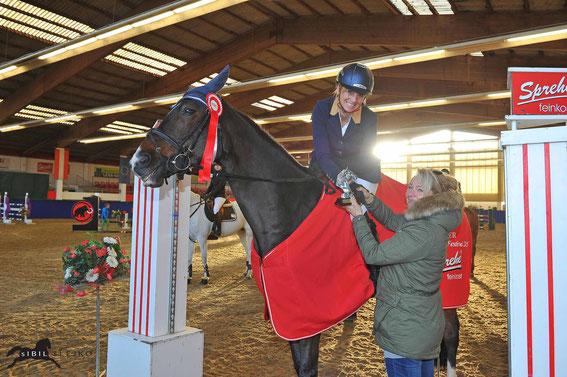 Elisabeth Boor (W) freut sich über den Sieg in der Bronze Tour (m. Petra Janout) © sIBIL sLEJKO