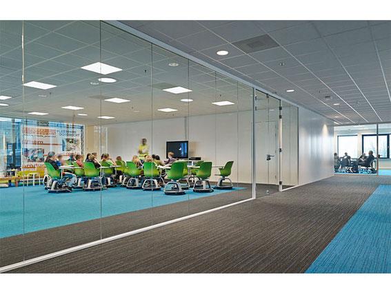 LED Panel im Konferenzraum Flur