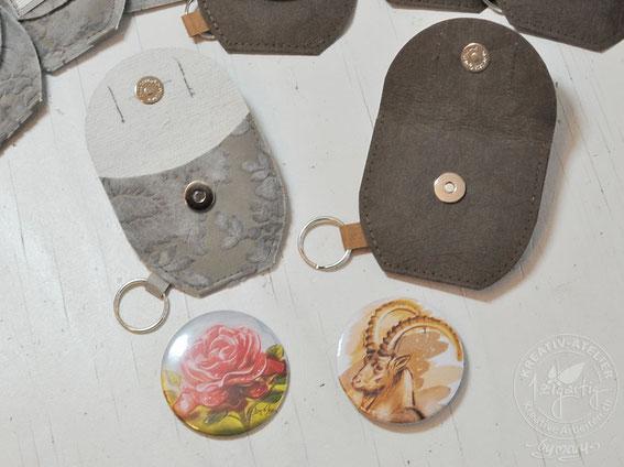 Selbstgemachte Button mit Rosen Illustration und Steinbock Illustration made by mary, Marianne von Allmen