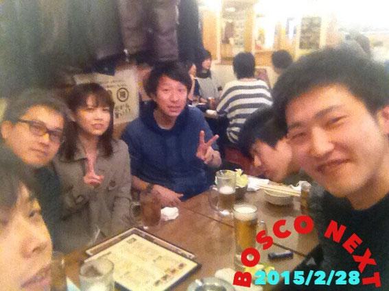 月1ミーティング後に、いつもの串カツ屋さんで(^-^)/ 【みやっち・カンザーギ・ゆりちゃん・たけるん・アニー・しかやん】 byよこちゃん(写真提供:しかやん)